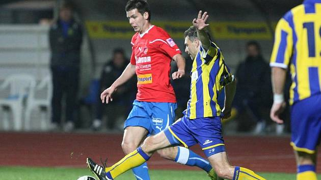 Michal Ďuriš (v červeném dresu)