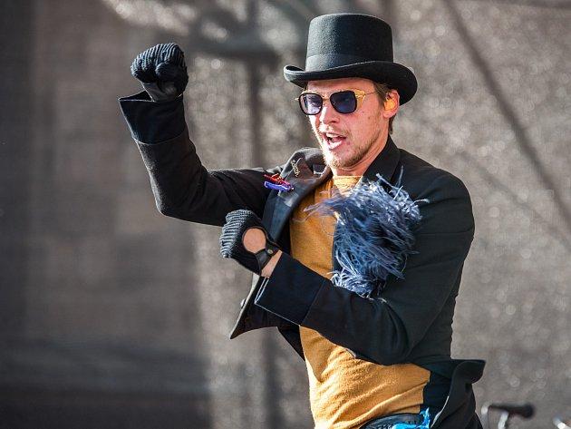Během Slavností svobody v Plzni vystoupil i zpěvák Vojta Dyk s s B-Side Bandem