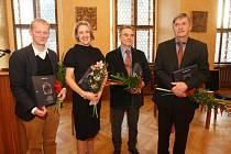 Cenu Ladislava Sutnara, jež je poctou plzeňskému rodákovi, z rukou jeho syna převzali uznávaní designéři a pedagogové