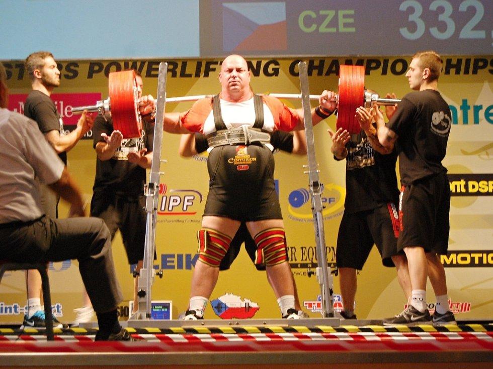 Vejprnický silák Jaroslav Šoukal zvítězil na mistrovství Evropy veteránů v silovém trojboji nejhodnotnějším výkonem ze všech soutěžících – 1012,5 kilogramu.