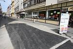 Nad výkopy v Riegerově ulici v Plzni už je položen nový asfalt
