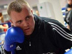 Boxer Pavel Šour porazil ve finále mistrovství České republiky ve Znojmě favorizovaného Pražana Táborského