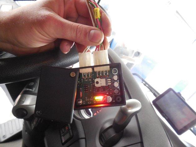 Speciální zařízení, které oklame tachograf