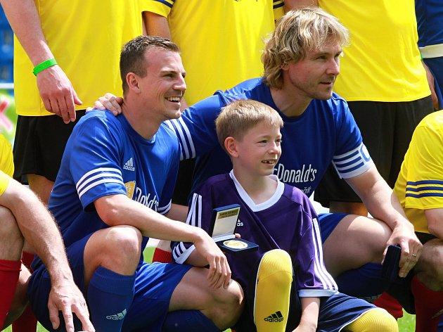 Zleva: Vladimír Darida, syn Pavla Horvátha Patrik a Pavel Nedvěd