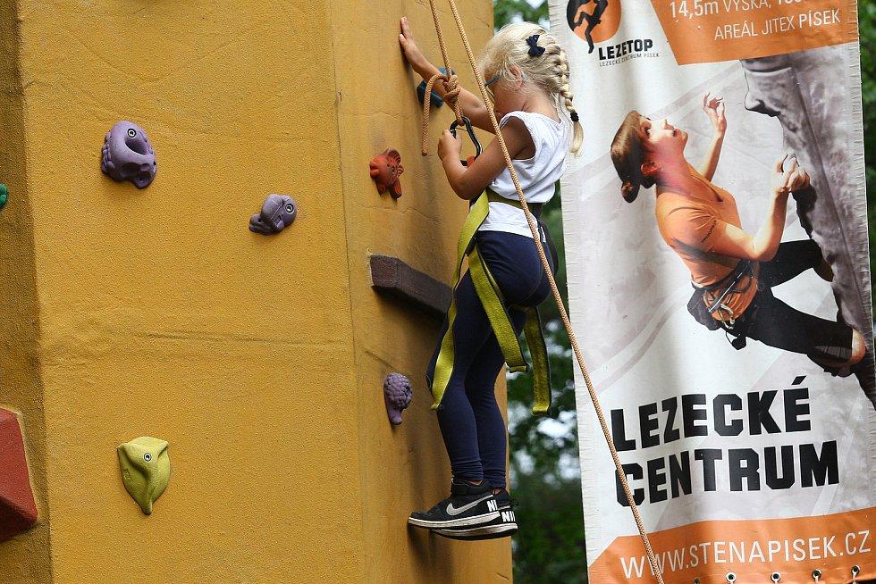 Letní festival sportu Sportmánie Plzeň 2019 - v areálu za OC Plaza si mohou malí i velcí vyzkoušet zdarma nejrůznější druhy sportovních aktivit.