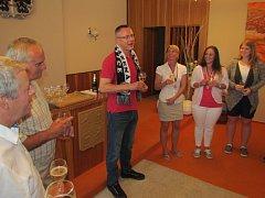Dobrá nálada vládla na přeštické radnici při setkání starosty města Karla Naxery s úspěšnými trenéry