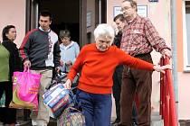 Stěhování klientů Seniorského domu a S.O.S. penzionu Zbůch.