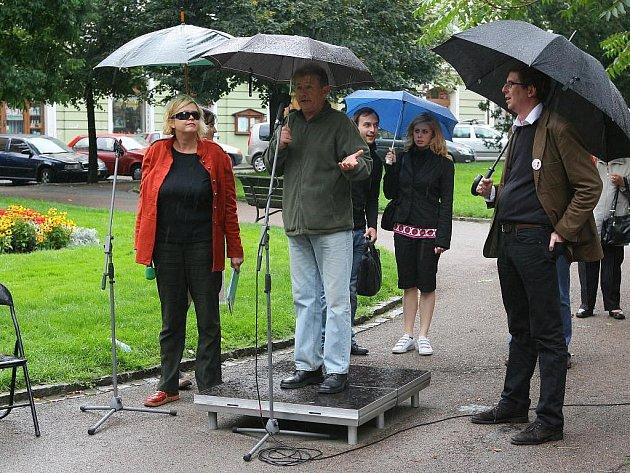 Hyde park ve Smetanových sadech na téma kašen na náměstí Republiky