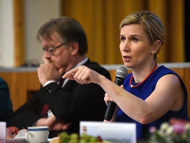 Ministryně školství Kateřina Valachová přijela do Plzně mluvit s řediteli a pedagogy základních a speciálních škol. Hlavním tématem byla inkluze.