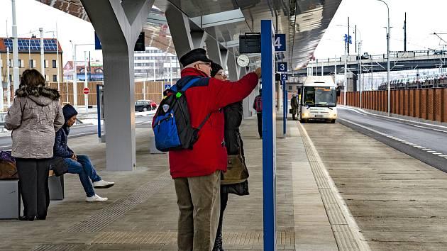 U nového autobusového terminálu v Šumavské ulici by cestující uvítali halu.