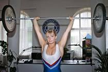 Vzpírání je pro Evu Starckovou velkým koníčkem. Křehká blondýnka je čtyřnásobnou mistryní České republiky a v Evropě ji mezi juniorkami patří desáté místo