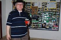 Zdeněk Tomášek je prezidentem Republiky Čížkov – spolku recesistů, kteří nezkazí žádnou legraci a hlavně se sami starají i o pobavení ostatních a pořádají spoustu vtipných akcí