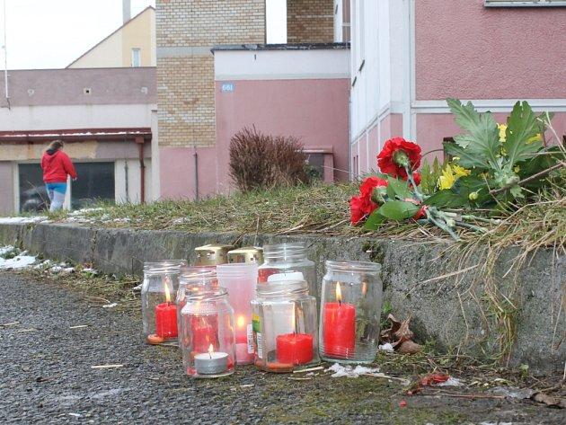 Svíčky na místě tragédie