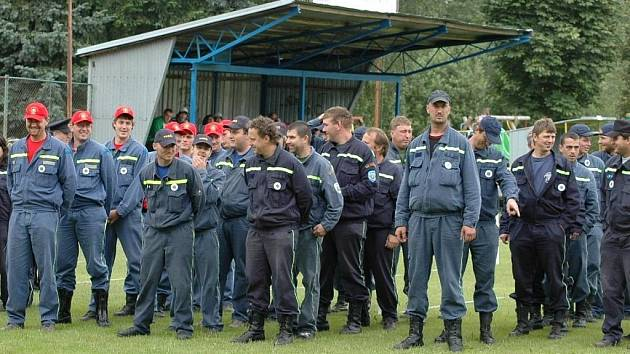 Hasiči z okrsku Mladý Smolivec se každý rok scházejí na soutěži, v jejíž pořádání se sbory z pěti obcí střídají.