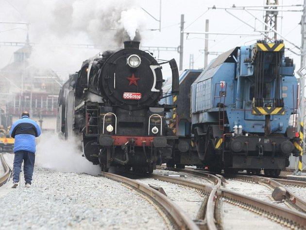 Parní lokomotivy testovaly most