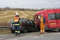 Středeční nehoda na hlavním tahu z Nepomuku do Plzně si vyžádala jednoho těžce a tři lehce zraněné.