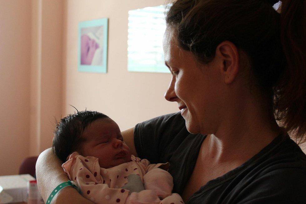Tereza Fryčková (4250 g, 53 cm) přišla na svět 9. července 2021 v10:27 hodin ve FN na Lochotíně. Rodiče Dana a Vilém z Plzně věděli dopředu, že osmiletá Sárinka bude mít sestřičku.