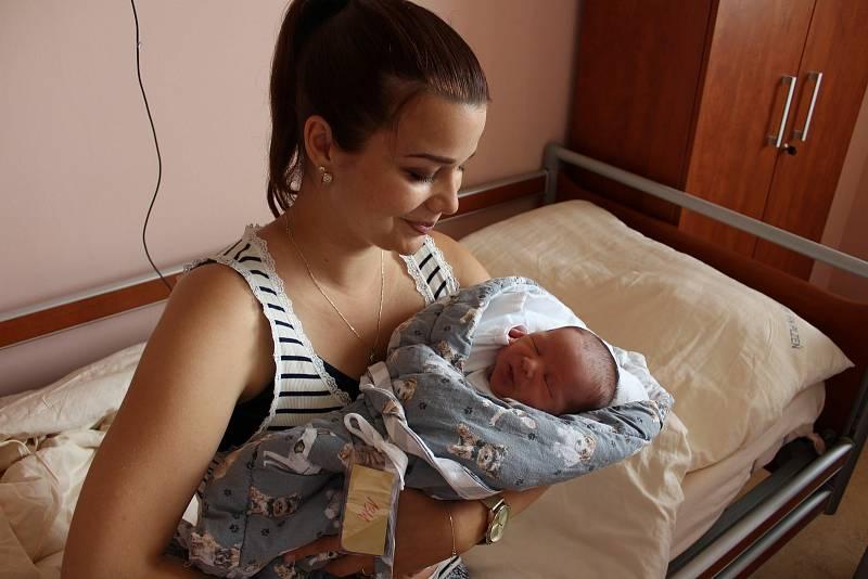Tadeáš Križan (3230 g, 51 cm) se narodil ve Fakultní nemocnici v Plzni 10. září ve 22:01 hodin. Rodiče Andrea a Lukáš ze Šťáhlav věděli dopředu, že jejich prvorozené miminko bude kluk.