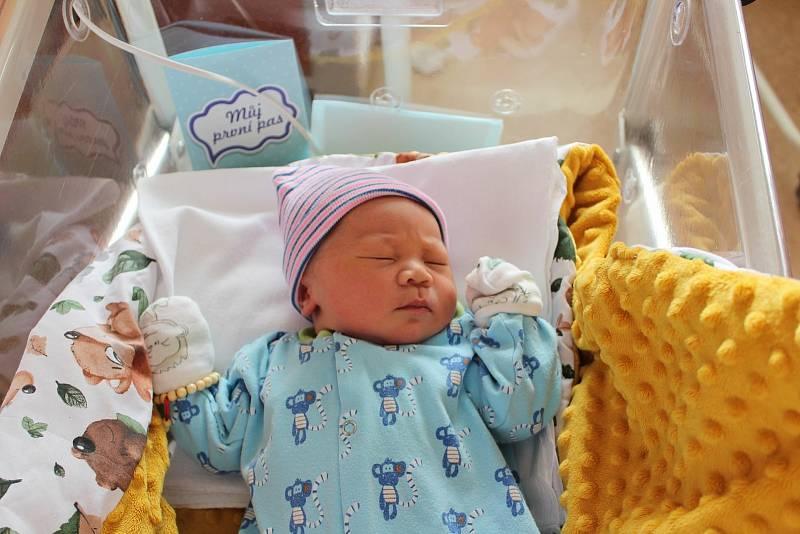 Colin James Dao (4050 g, 53 cm) se narodil 12. září v 15:05 hodin. Na světě přivítali svého prvorozeného chlapečka rodiče Truc a Khiem.