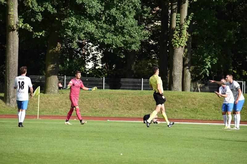 Bylo to venku! jako by si přáli domažličtí fotbalisté po zákroku gólmana Lukáše Brycha, ale byla to penalta.