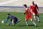 Petřín (na archivním snímku hráči v červených dresech) vyzvou ve finále poháru Rokycany.