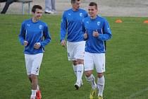 Fotbalisté Viktorie Plzeň Tomáš Hořava, Marián Čišovský a Lukáš Hejda (zleva) se rozcvičují před utkáním  s Levski Sofia. Viktoria porazila v Larnace třetí tým bulharské ligy 3:0