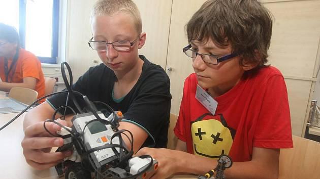 Projekt ZČU JuniorFEL má děti zábavnou formou naučit , že vědy se nemusí bát