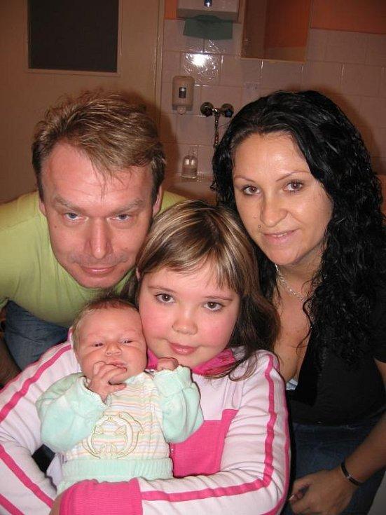 Devítiletá Kristýnka Švehlová z Plzně přijela s tatínkem Petrem pro svého novorozeného brášku Lukáška (3,90 kg/52 cm), kterého porodila maminka Dáša 27. prosince ve 21.18 hod. v Mulačově nemocnici