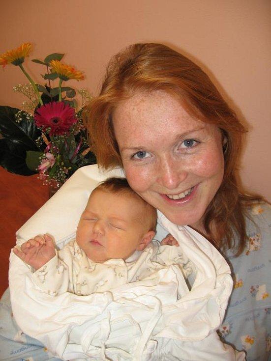 Tříletý Tomášek Hofman z Plzně se už nemůže dočkat, až pojede s tatínkem Pavlem pro svou novorozenou sestřičku Kačenku (3,78 kg/50 cm), kterou porodila maminka Lucie 29. prosince v 15.30 hod. ve FN v Plzni