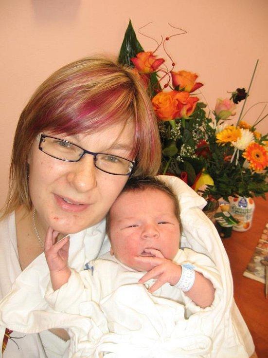 Lucii a Jaroslavu Nygrýnovým ze Žďáru se 4. ledna osm minut po třinácté hodině narodil ve FN v Plzni prvorozený syn Kubíček (4,24 kg/53 cm)