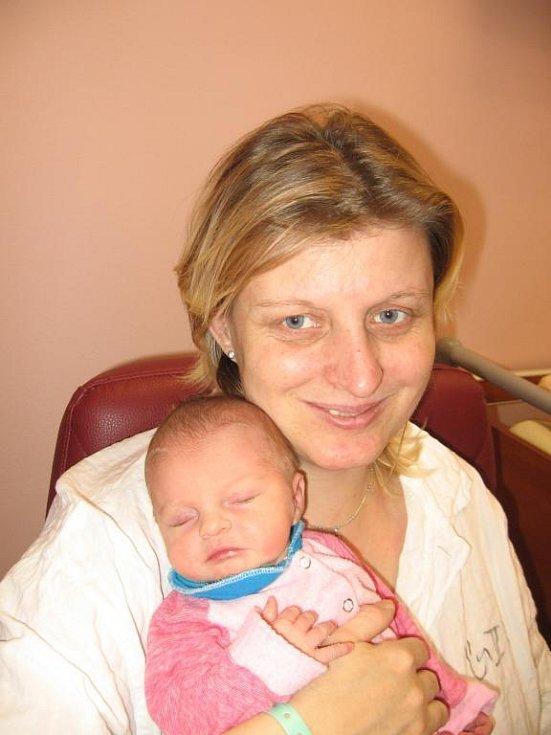 Zuzaně Dolanské a Vladimíru Hraškovi se  2. ledna pětadvacet minut před jedenadvacátou hodinou ve FN v Plzni narodila dcera Anička (3,05 kg/49 cm). Dvě sestry Aničky - desetiletá Simona a o osm let starší Lucie si prý na brášku budou muset ještě počkat