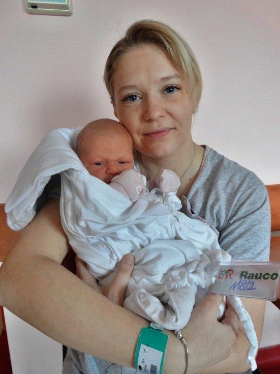Tříletý Davídek se doma ve Všerubech raduje z narození Verunky Baumové, která přišla na svět 28. února ve 4:47. Po porodu vážila dcerka Václava a Simony 3490 gramů a měřila 51 centimetrů