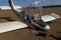 Na Plzeňsku nouzově přistál malý letoun. Během letu mu upadla vrtule.