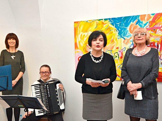 Představitelky tvůrčí skupiny P 89 Tamara Salcmanová (druhá zprava) a Květa Monhartová (vpravo)