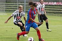 Fotbalisté juniorského týmu FC Viktorie Plzeň (na archivním snímku s míčem Ondřej Ruml) poprvé v nové sezoně nebodovali, když podlehli v Příbrami tamnímu 1. FK poměrem 0:3.