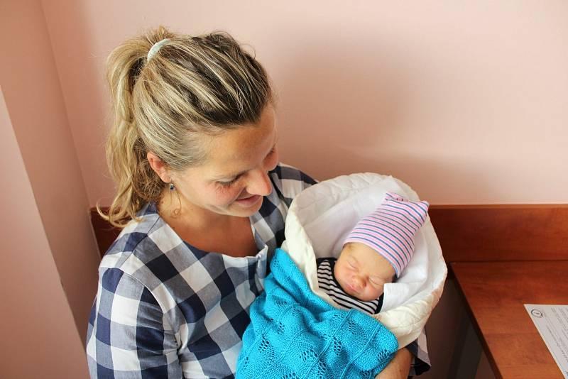 Martin Moravec (3200 g) se narodil v plzeňské FN Lochotín 11. září ve 23:13. Rodiče Andrea a Martin z Nezvěstic přivítali očekávaného syna společně. Doma na brášku čekala Monika (1,5).
