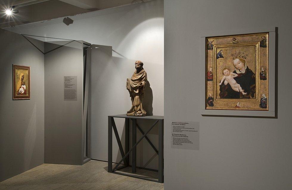 Z výstavy Nad slunce krásnější - Plzeňská madona a krásný sloh ve výstavní síni Masné krámy Západočeské galerie v Plzni.