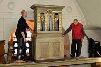Do kostelíku U Ježíška se vrátily unikátní zrestaurované varhany