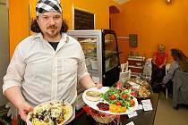 I bezmasé jídlo může vypadat lákavě. Kuchař Jan Ženíšek z bistra Satyr už vegetariánskou stravu vaří deset let