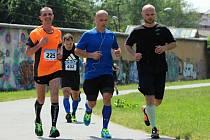 Na snímku zvládá zprava Michal Dvořák, Martin Straka a Miroslav Mikeš (225) závěrečný úsek Škoda fit půlmaratonu.