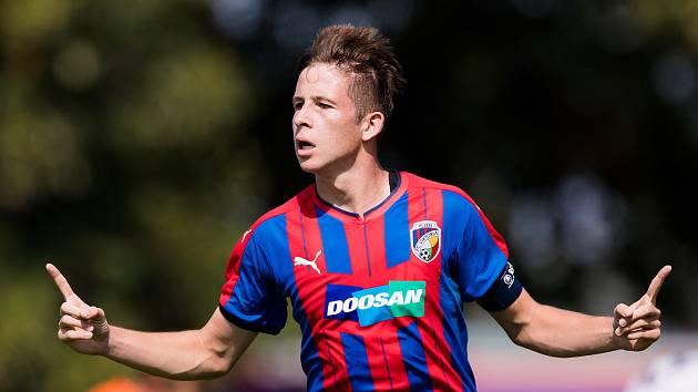 RADOST! Útočník plzeňské sedmnáctky slaví jeden ze dvou gólů, kterými nasměroval Viktorii k domácímu vítězství nad Opavou.