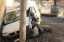 Nehoda dodávky a kamionu v Sedlci