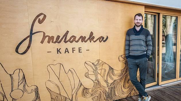 Majitel kavárny Smetánka Pavel Bechyně