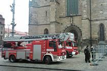 Když hasiči přijeli ke katedrále, zjistili, že zde nehoří. Šlo o planý poplach