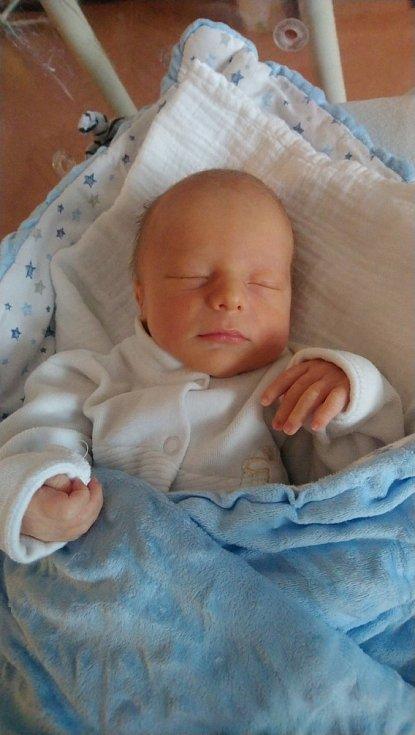 Antonín Salák z Velenov se narodil v klatovské porodnici 11. ledna v 15:30 hodin (2940 g, 51 cm). Pohlaví miminka věděli rodiče Tereza a Jakub před jeho narozením. Doma se na miminko těšil skoro pětiletý brácha Matýsek. Tatínek podporoval maminku u porod