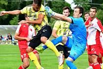 Fotbalisté Přeštic (na archivním snímku ve žlutém) porazili rezervu Příbrami 2:0.