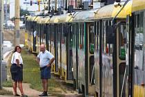 V Plzni se v úterý zastavily tramvaje na hodinu.