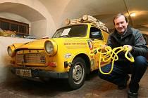 Žlutý trabant v muzeu dvoutaktů v Plzni
