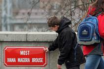"""Už má jméno. """"Stejně budou lidi říkat Magorák,"""" říká o pojmenování mostu u nádraží Roman Černík."""