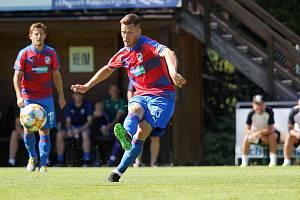 Záložník Lukáš Kalvach v přípravném zápase na soustředění v rakouském Westendorfu.
